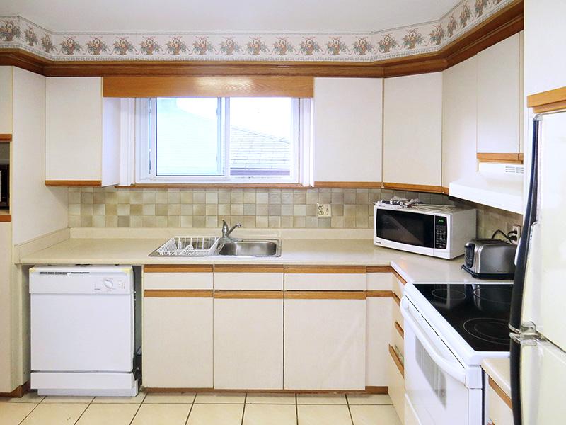 60 College Crescent - Upper, Kitchen