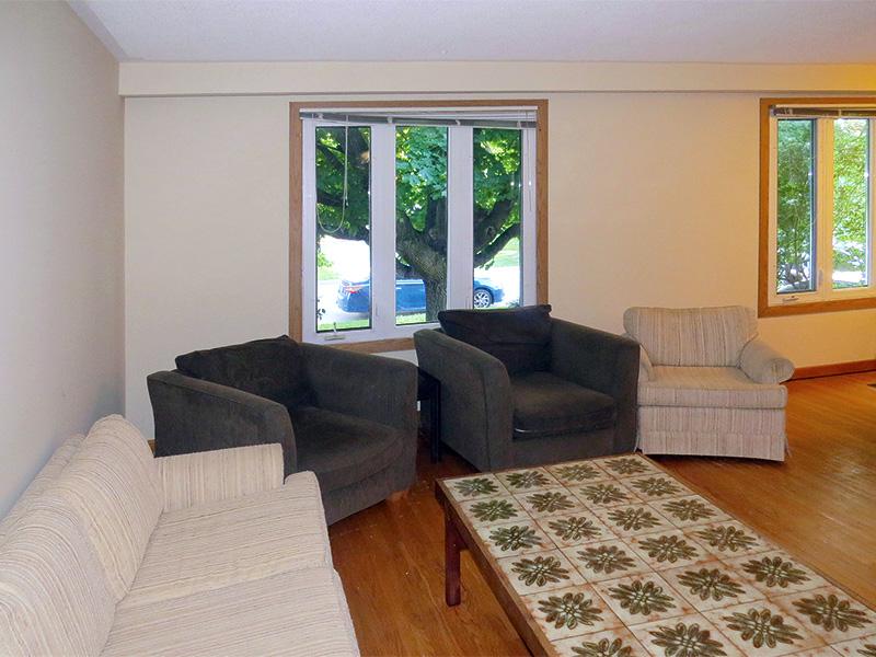 60 College Crescent - Upper, Living Room