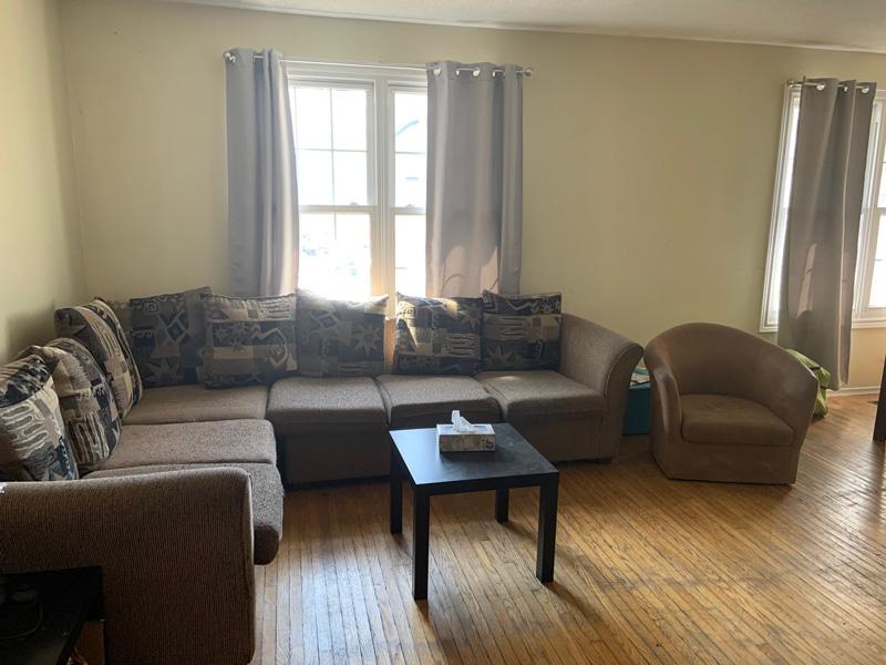 81 College Street - Upper, Living Room