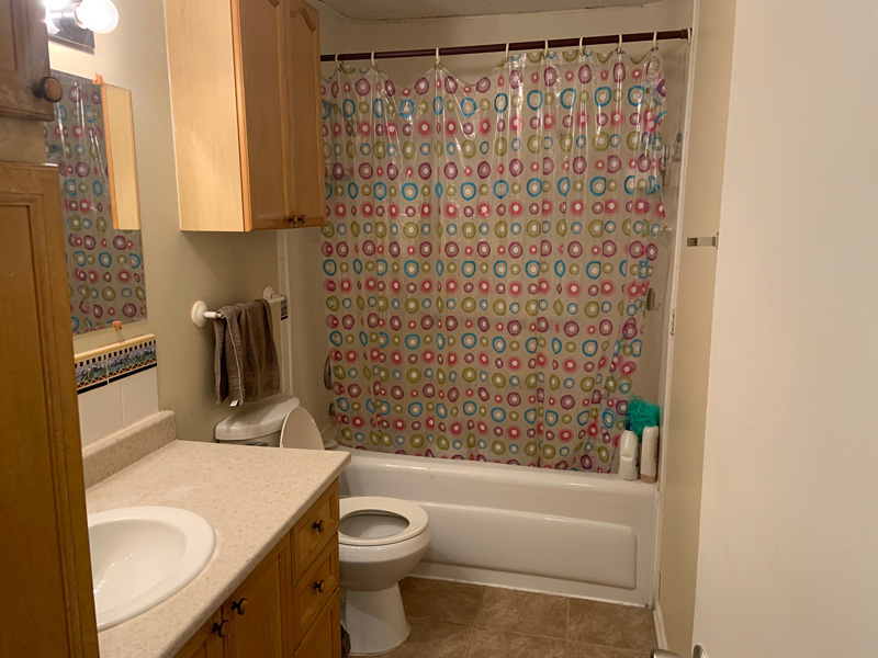 81 College Street - Upper, Bathroom